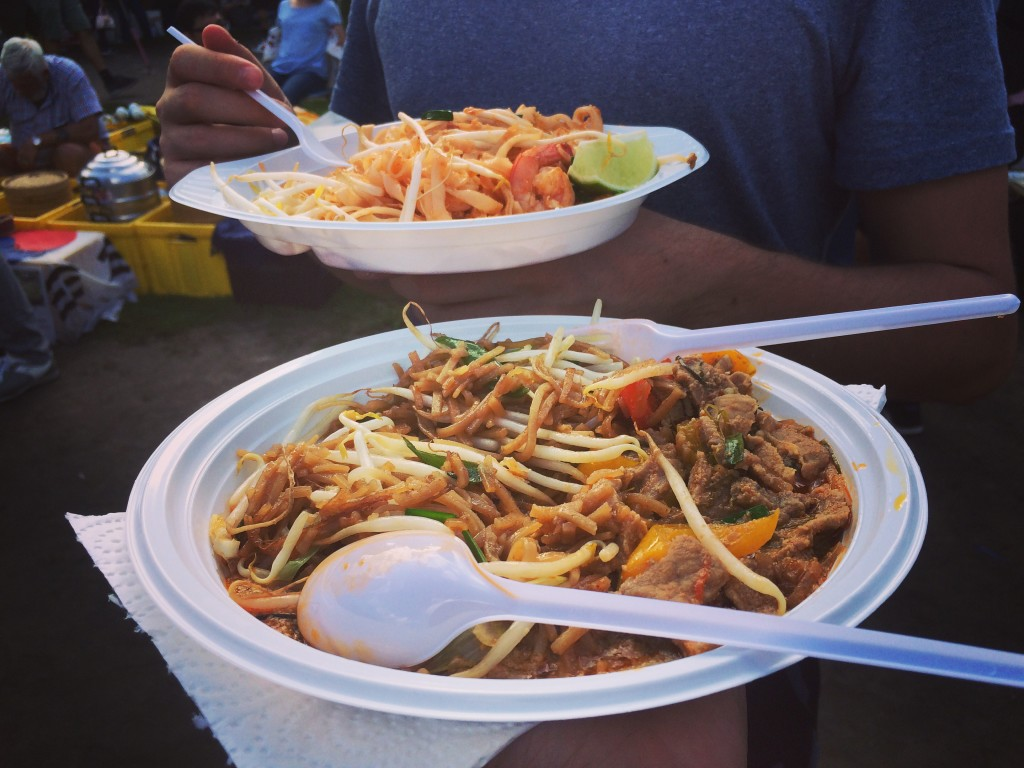 Try different pad thai stalls, share with friends